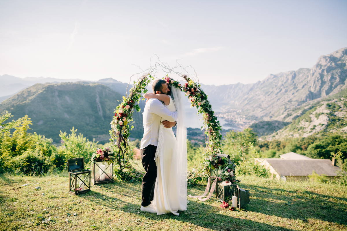 свадьба в черногории, wedding montenegro, wedding ceremony, boho style ceremony, wedding arch in boho style